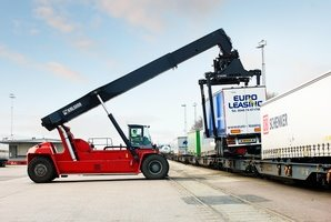 Kalmar reachstacker for intermodal handling